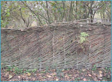 Плетеный забор своими руками 4