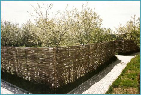 Плетеный забор своими руками 5